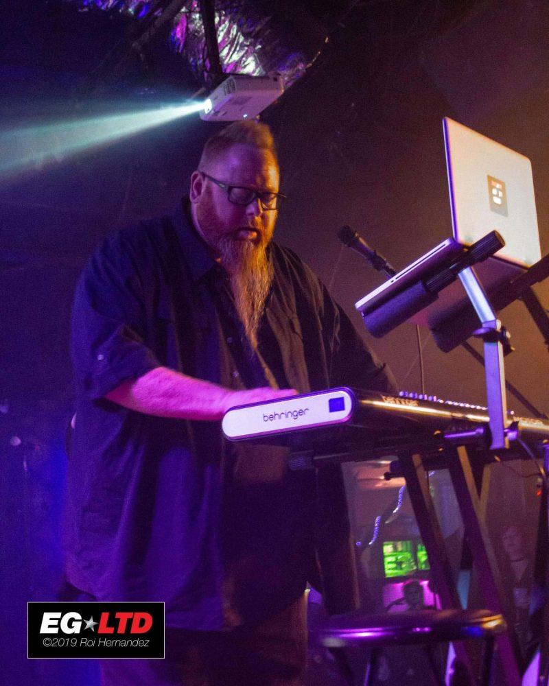 Photo-EricCPowell-Live1